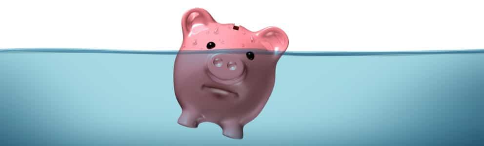 Wenn Ihre Ersparnisse baden gehen: Bei einer Privatinsolvenz sind gewisse Nachteile nicht zu vermeiden.